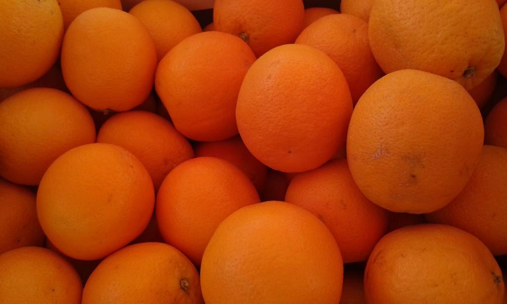 Orange navel  2.50€ le kilo et +3kg:2.20€ le kilo